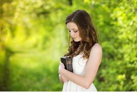 beautiful-woman-with-bible_fa15736072