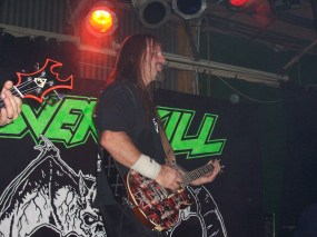 Dave Linsk, Joe's Bar, Chicago, IL 4-17-05. Picture by Heavy Metal Feline.
