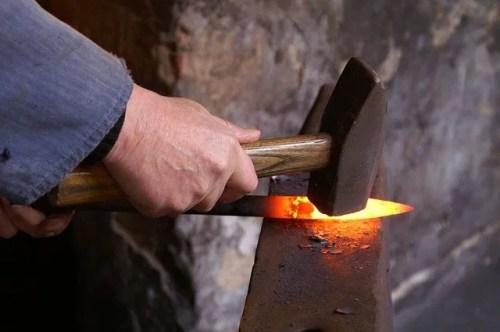 סכין מברזל