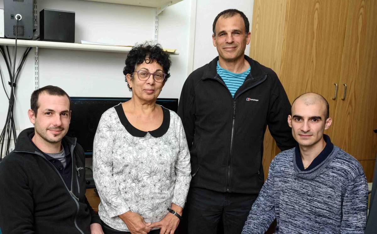 """מימין: מיכאל מולוקנדוב, פרופ' איתן גרוס, ד""""ר יהודית זלצמן ואנדרס גולדמן. יתרון לאורך"""