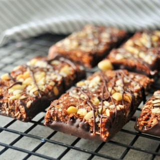 Healthy Chewy No bake Peanut Butter and Chocolate Oat Bars