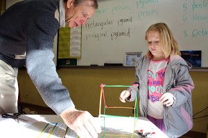 Teacher Mark McKinley helps 3rd grader Madeline Lasher make a pentagonal prism using pipe cleaners and straws at Black Butte Elementary School in Shasta County. McKinley is enrolled in a program to train teachers in Common Core math. (Photo: Lillian Mongeau, EdSource)