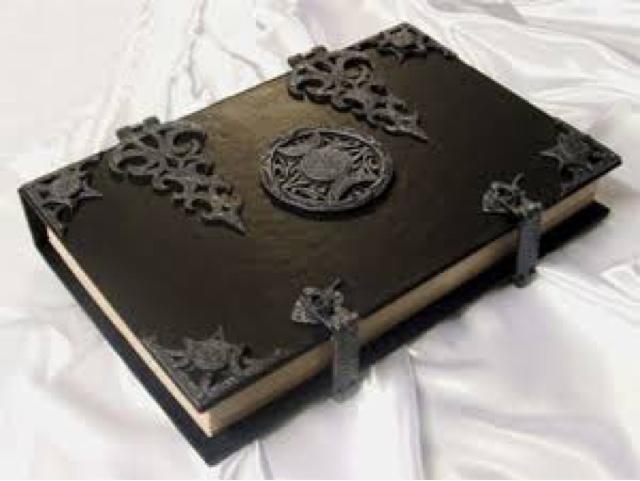 Hechizos De Amor Y El Libro De Las
