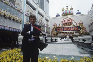 Donald Trump à l'ouverture du Taj Mahal casino à Atlantic City, Avril 1990. Photo par Gamblin Yann