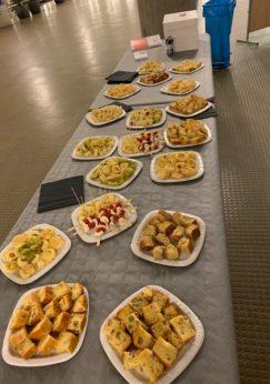 Une image contenant intérieur, alimentation, table, mur Description générée automatiquement