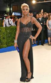 rs_634x1024-170501172423-634-met-gala-2017-arrivals-mary-j-blige