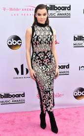 rs_634x1024-170521165609-634.Hailee-Steinfeld-Billboard-Music-Awards-Las-Vegas.kg.052117