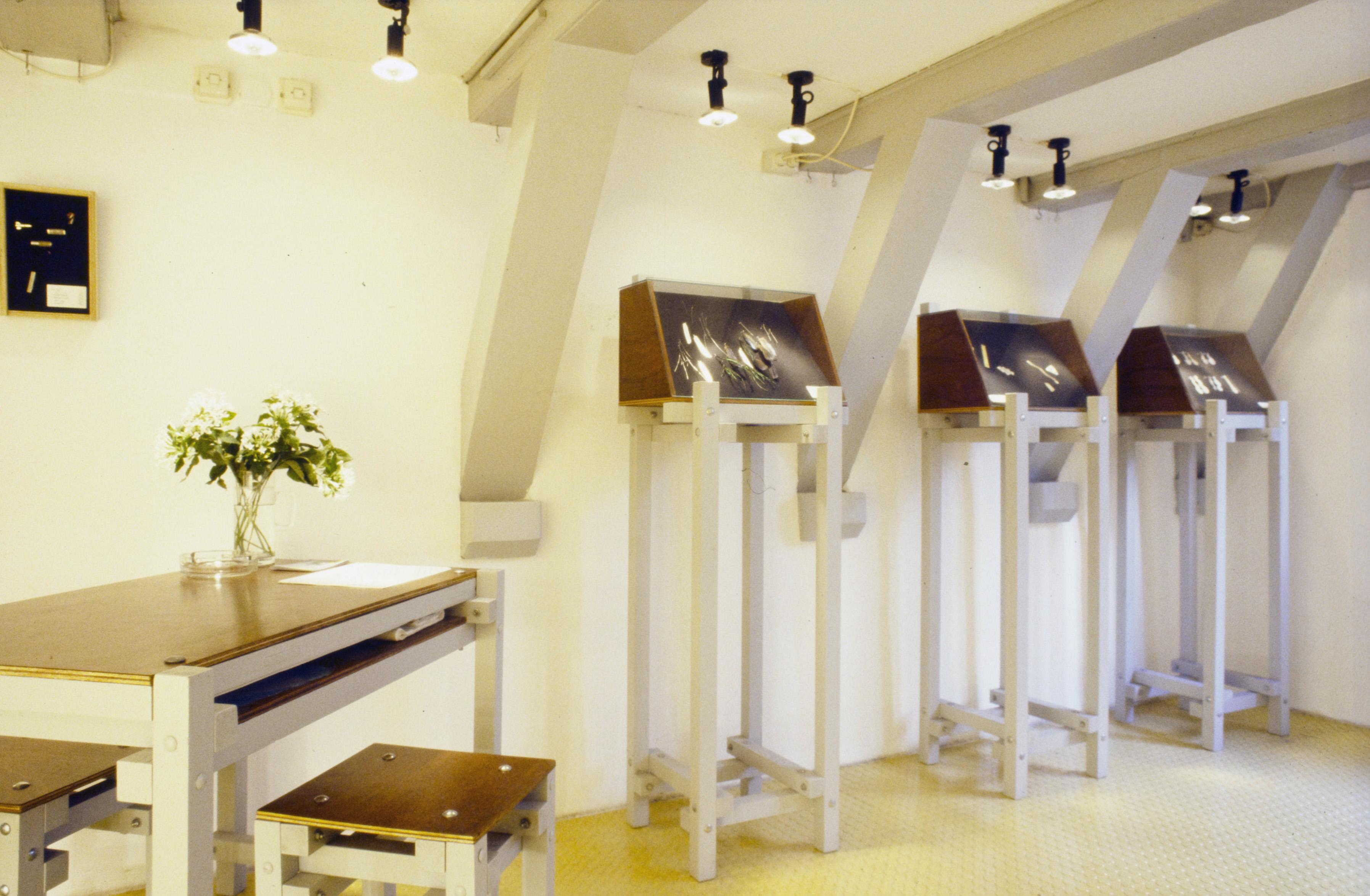 Interieur Galerie Ra met het op Rietveld geïnspireerde meubilair