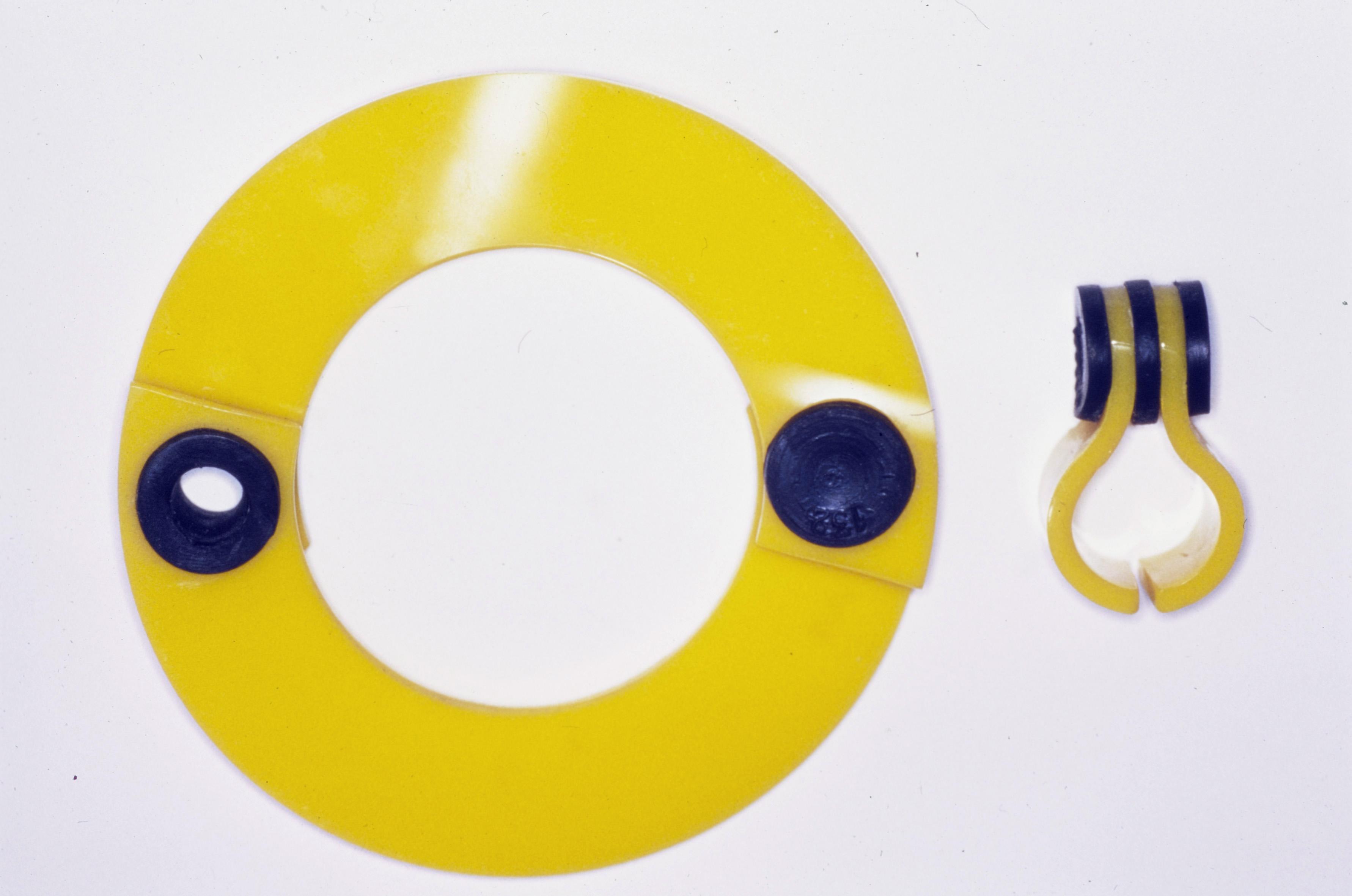 Hans Appenzeller, armband en ring, perspex en rubber, 1973