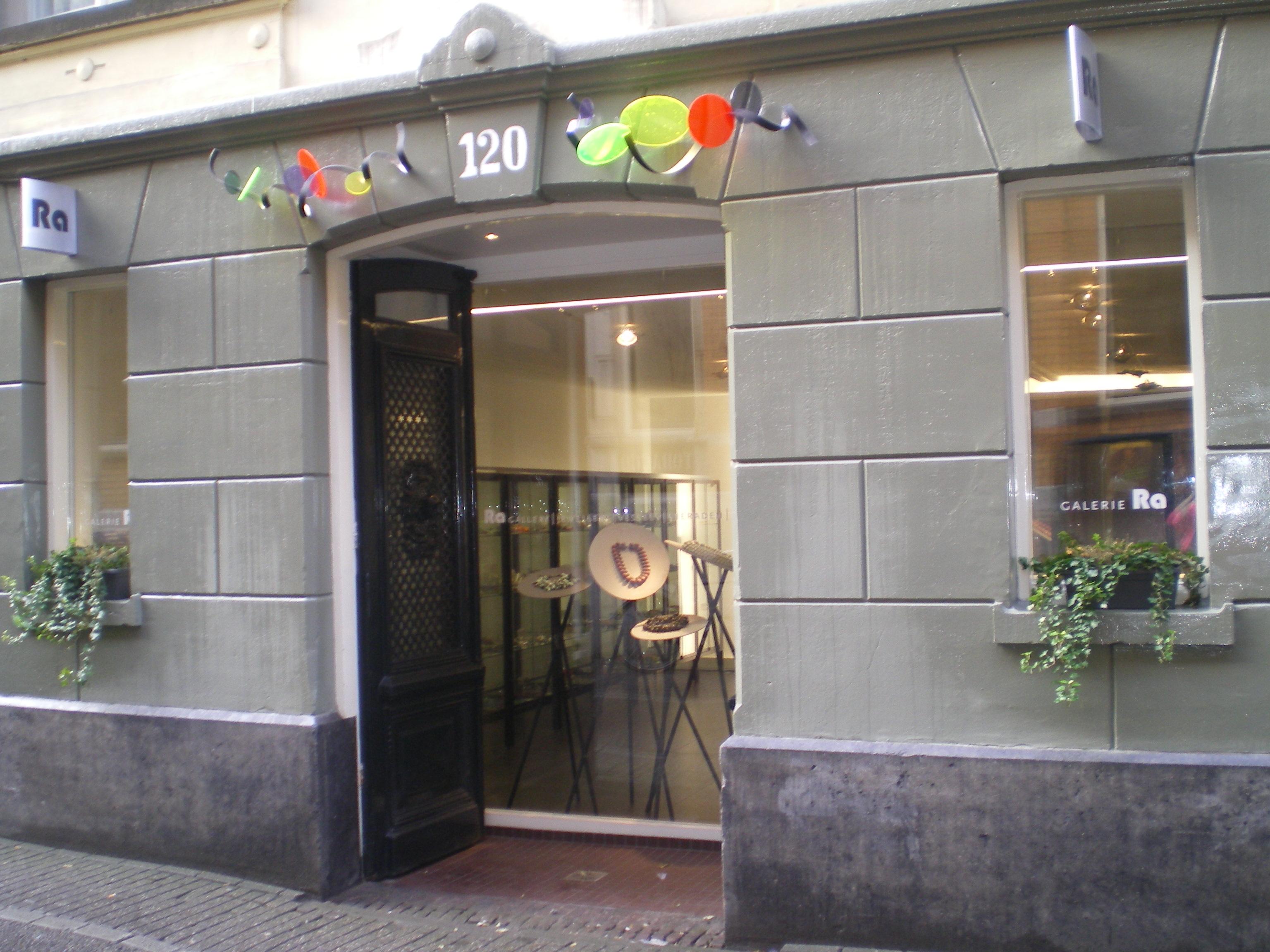 Galerie Ra, Nes, Amsterdam, gevel