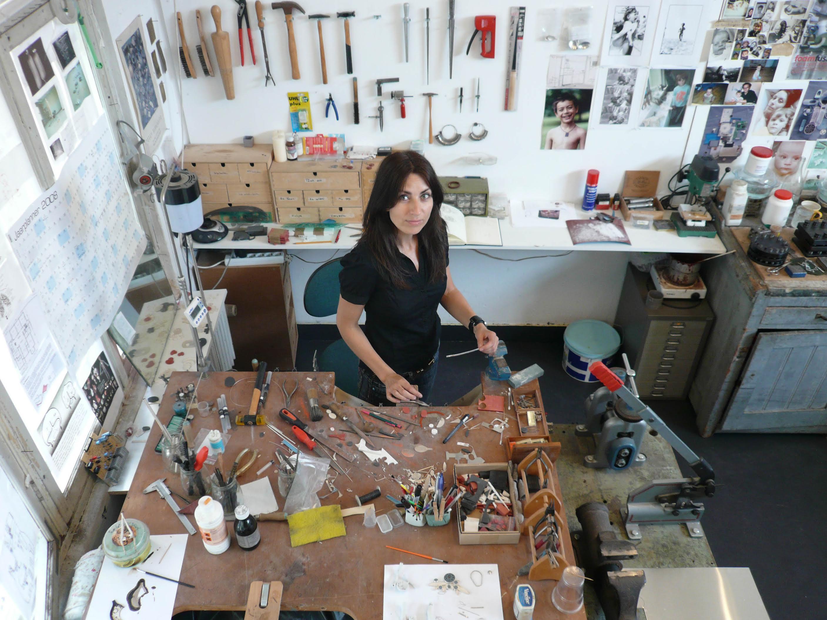 Katja Prins in haar atelier, Amsterdam, 2008, portret