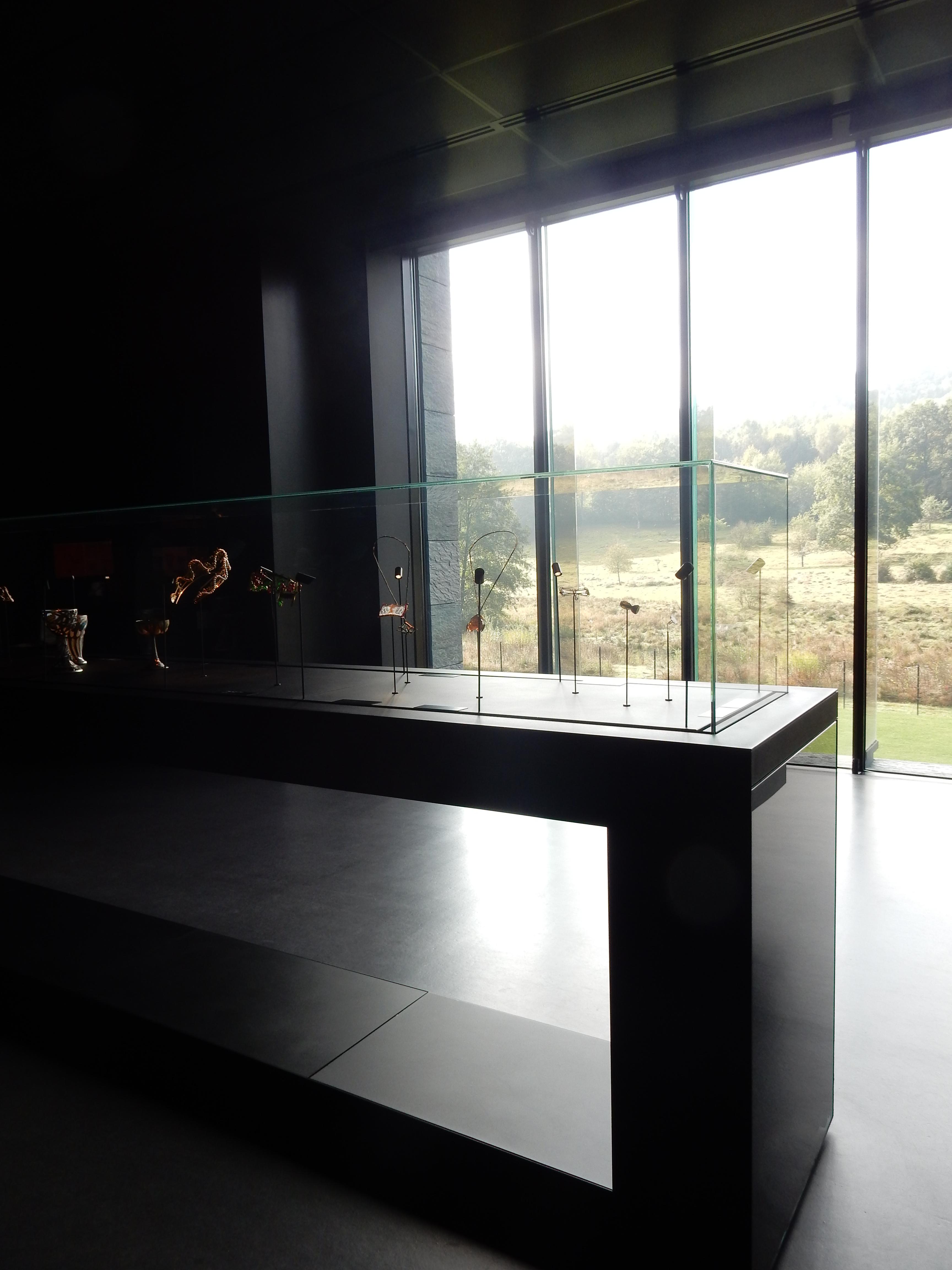 Musée Lalique, Wingen-sur-Moder, vaste opstelling, vitrine
