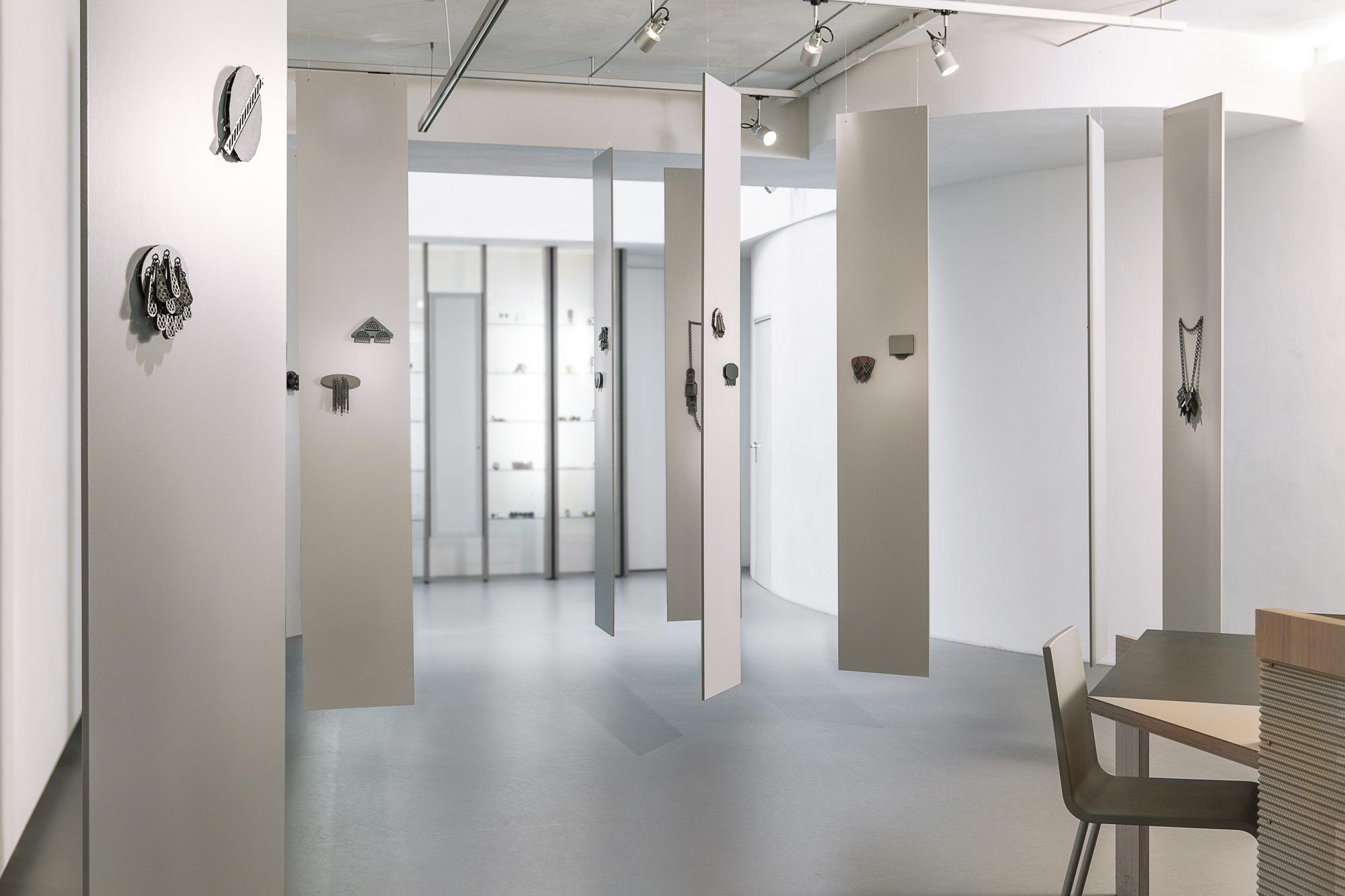Melanie Isverding in Galerie Rob Koudijs, 2011, tentoonstelling, interieur