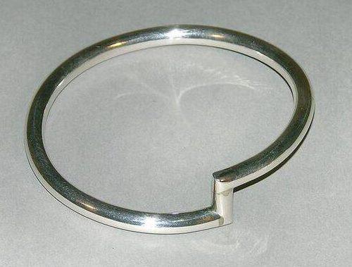Emmy van Leersum, armband, 1974. Collectie Design Museum Den Bosch, metaal