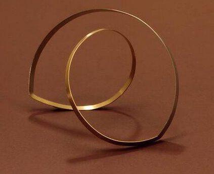 Emmy van Leersum, armband (124), uitvoering 1992. Collectie Design Museum Den Bosch