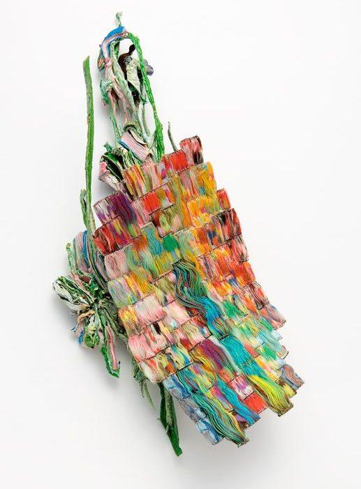 Ineke Heerkens, Ongelooflijke haast, broche, 2011, textiel, metaal