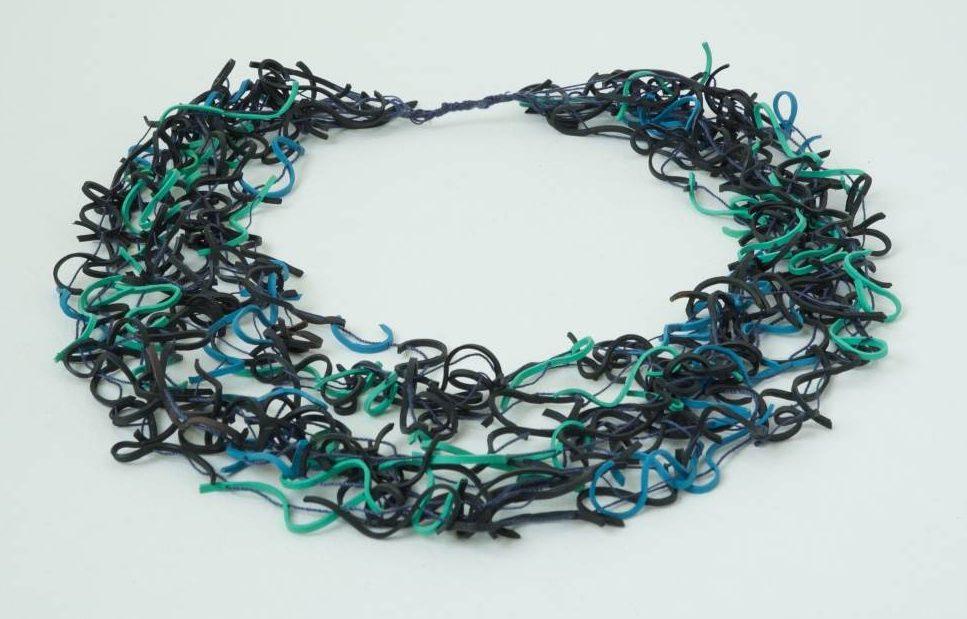 Beppe Kessler, Vermicelli necklace, 1983, elastiek