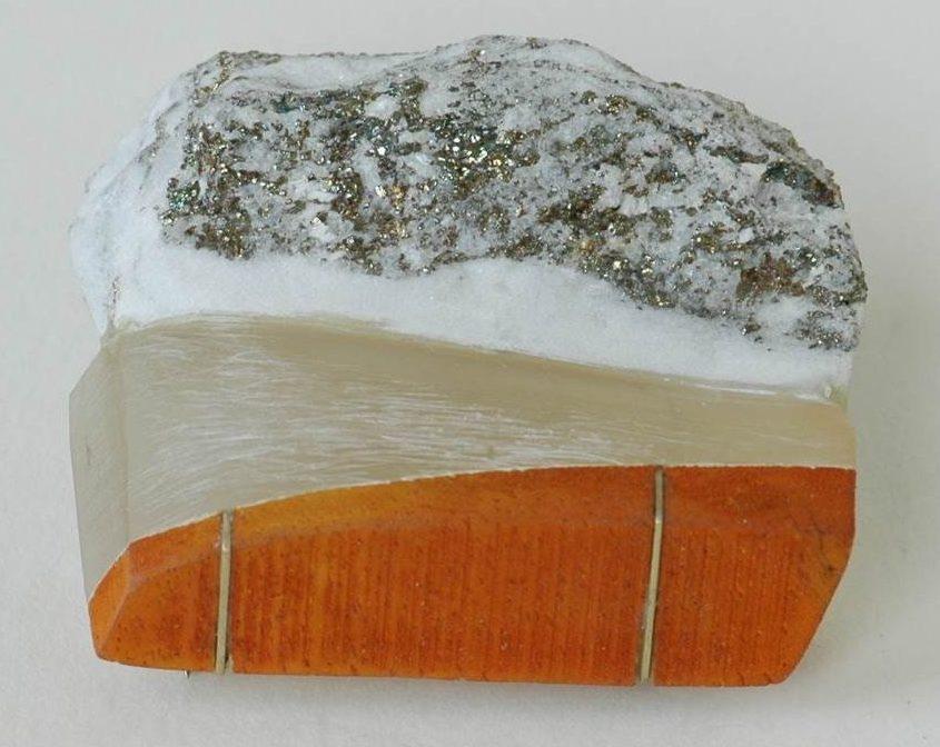 Beppe Kessler, Some day, broche, metaal, kunststof, steen