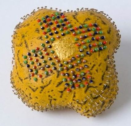 Beppe Kessler, Pin brooch, broche, 1993, canvas, metaal, verf