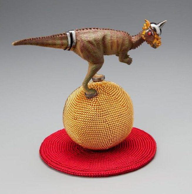 Felieke van der Leest, Pachyceballosaurus, object met ring, 2016. Fotografie Eddo Hartmann©