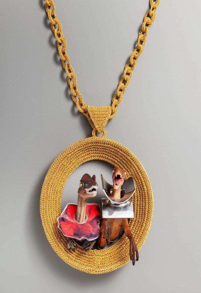 Felieke van der Leest, Jewelrassic: An Inside Story, halssieraad, 2017, metaal, kunststof, textiel