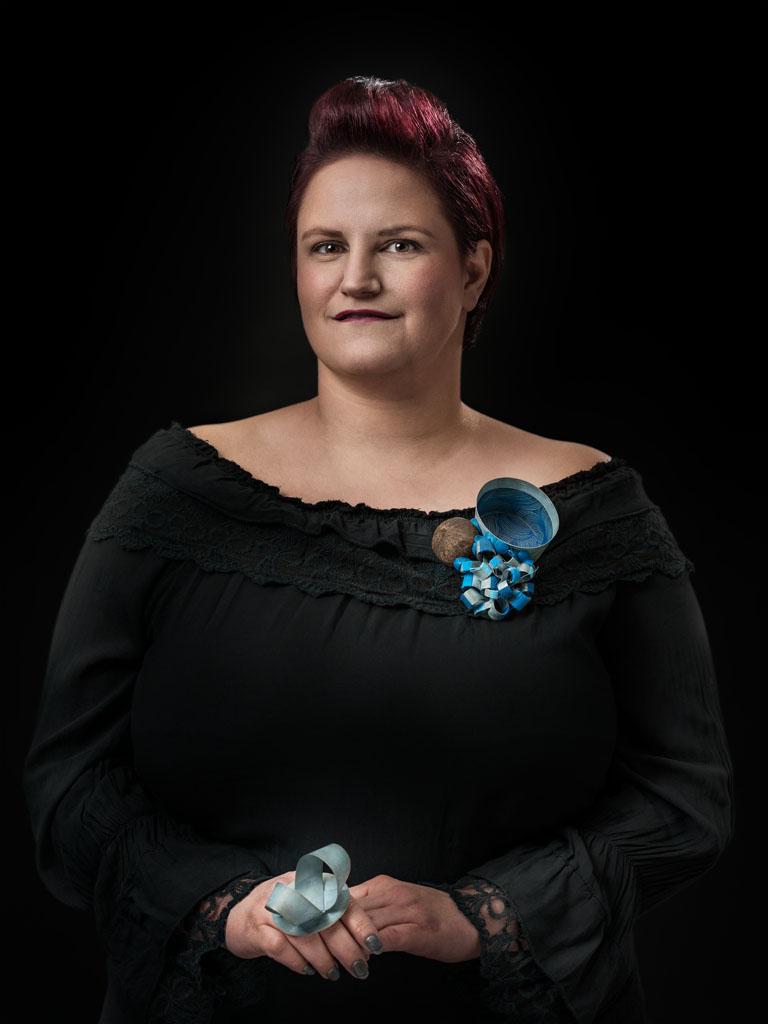 Lucy Sarneel gedragen door Brigitte. Foto met dank aan Galerie Marzee, Johannes van Camp©