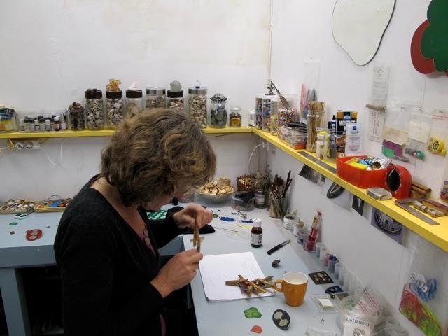 Sylvia Blickman in har atelier, portret