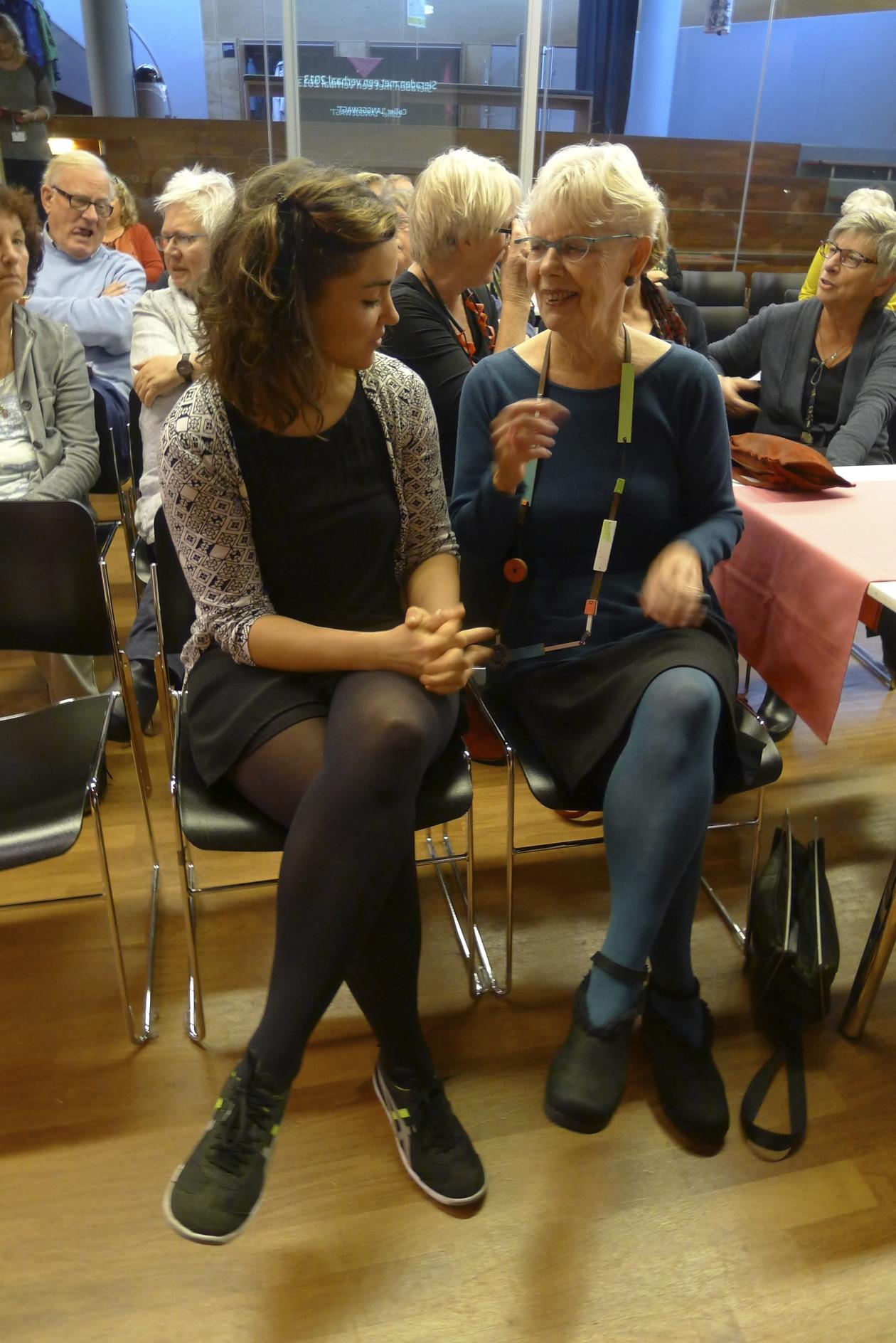 Réka Fekete en Claartje Keur in CODA tijdens Sieraden met een verhaal, 2013, portret