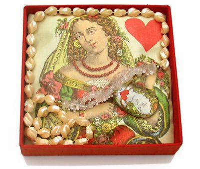 Mecky van den Brink, Queen of Hearts (Women for Woman), 2006. Foto met dank aan Mecky van den Brink©