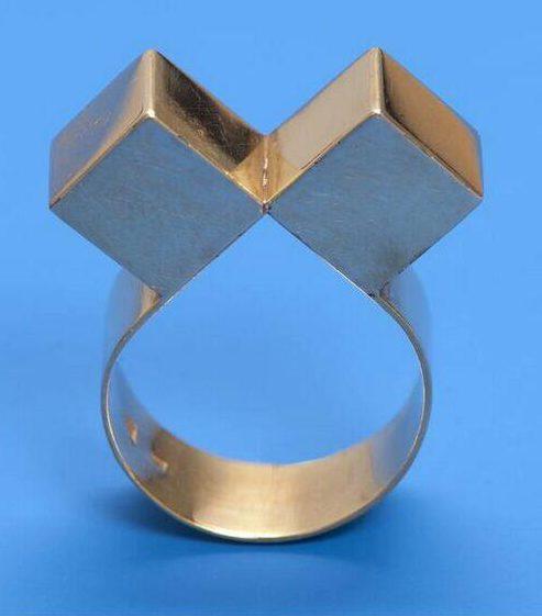 Riet Neerincx, Kubussen, ring, 1968. Collectie Design Museum Den Bosch, goud