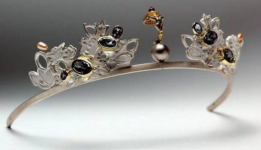 Truike Verdegaal, Thuis tiara, diadeem, 2001, metaal