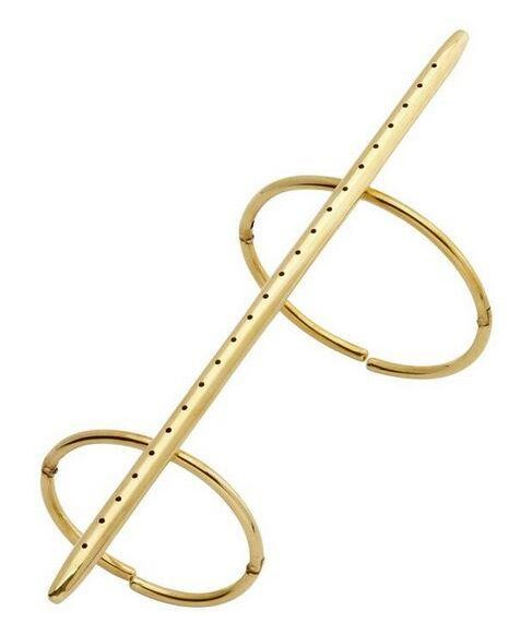 Lucio Fontana, uitgevoerd door GEM Montebello, Concetto spaziale, armband, 1967, 3/30. Foto met dank aan SMS©
