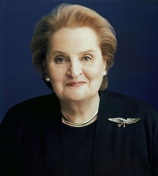 Madeleine Albright, portret, broche