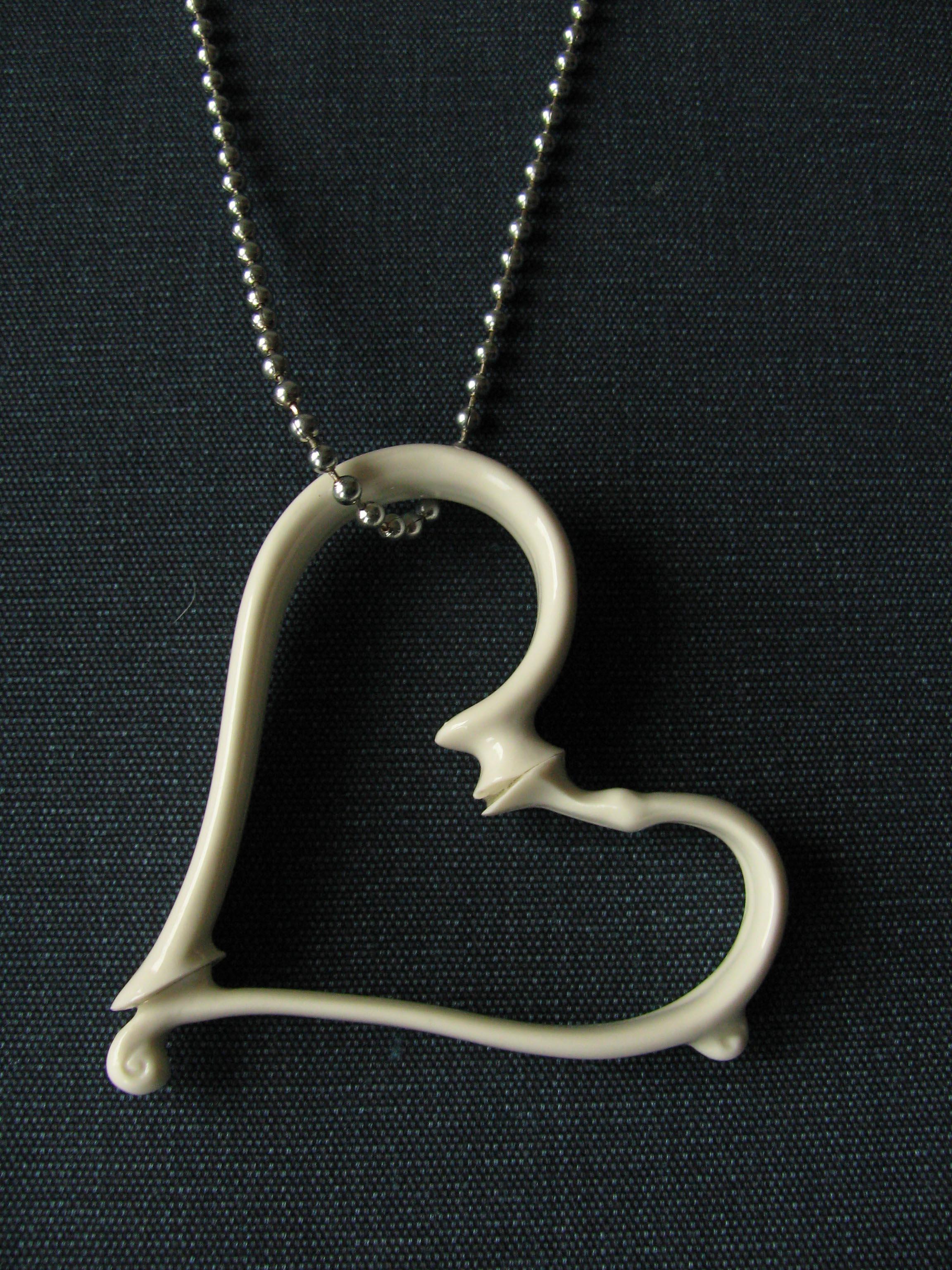 Jennifer Hoes, hanger, porselein, zilver