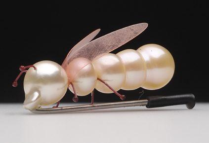 Yutaka Minegishi, Mierenkoningin, broche, 2005. Foto met dank aan Stichting Françoise van den Bosch©