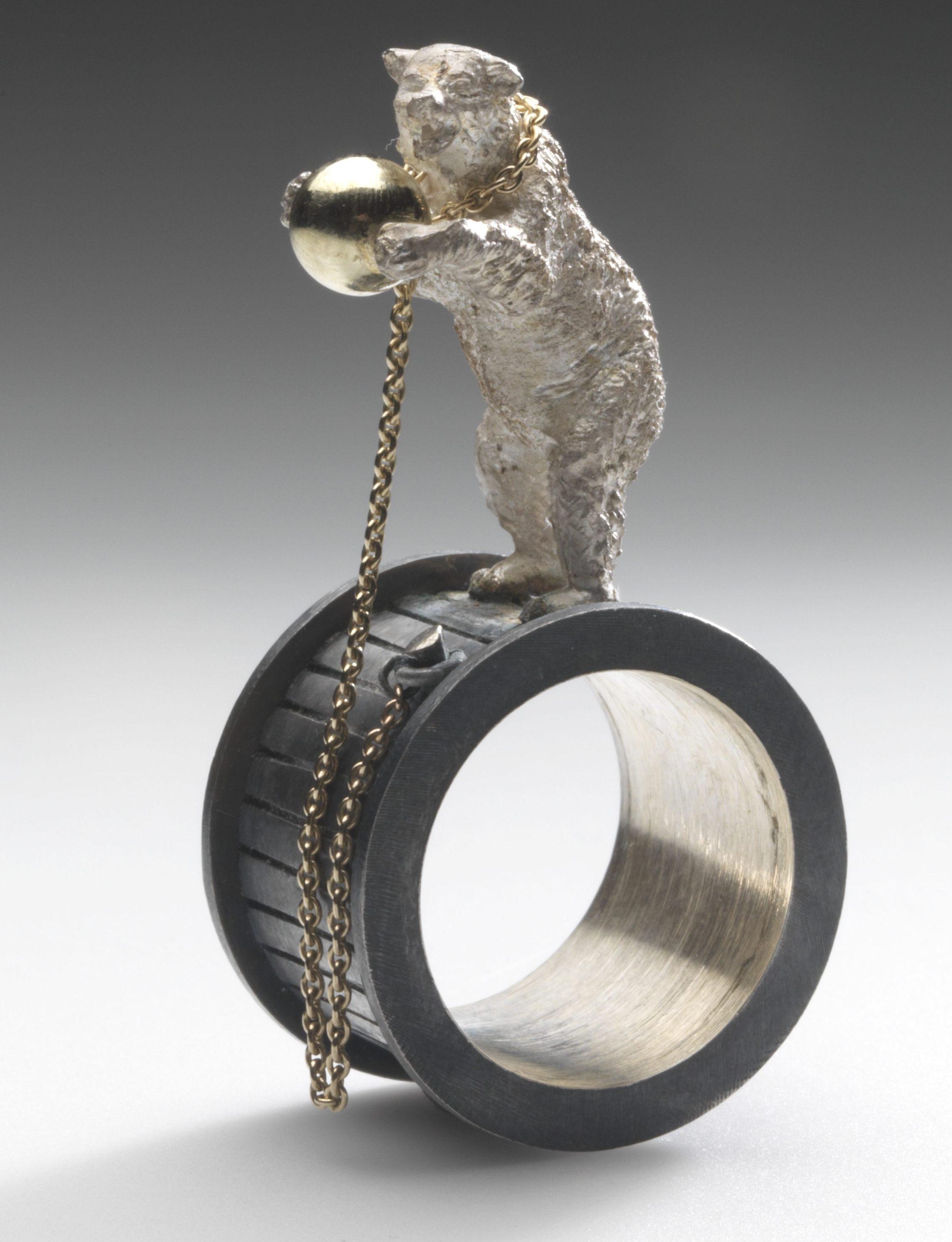 Roos van Soest, Bravo, ring, 2008. Foto met dank aan Stichting Françoise van den Bosch©