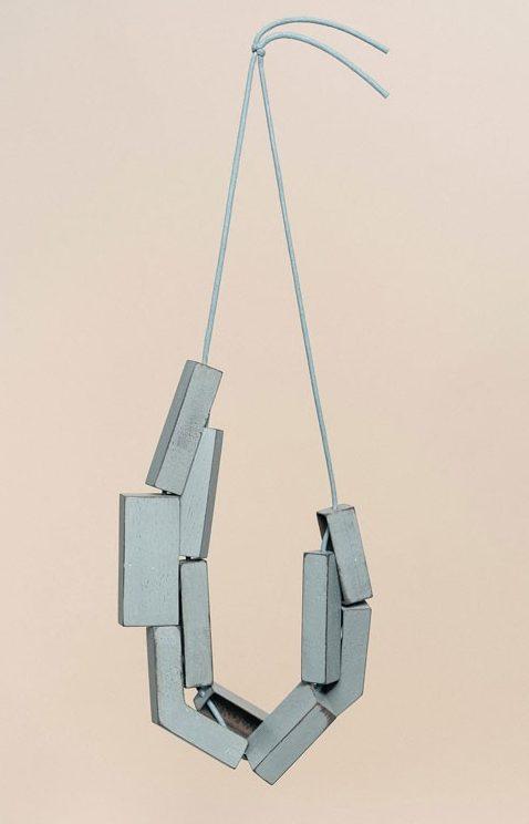 Samira Goetz, Infant Brutalism I, halssieraad. Foto met dank aan Galerie Rob Koudijs©