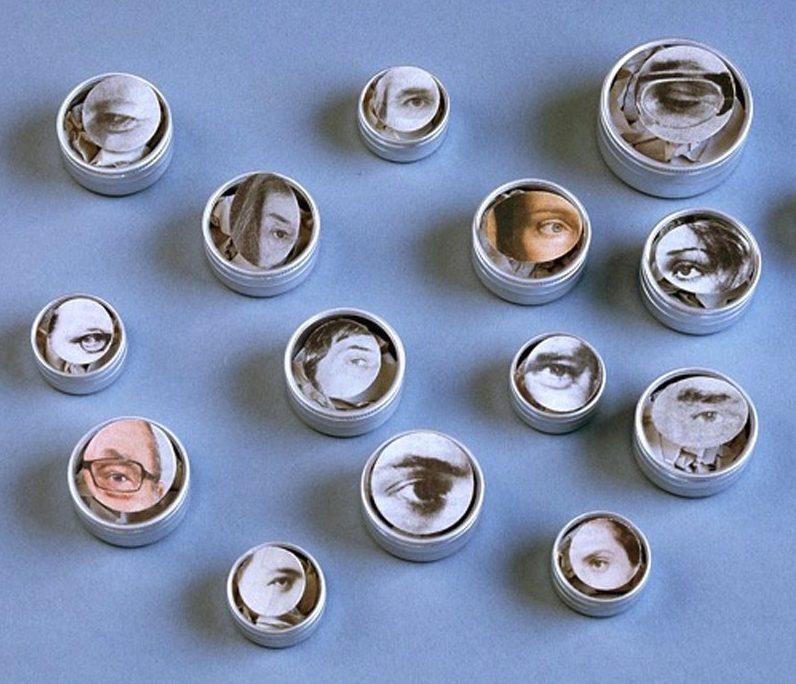 Suska Mackert, Augen, broches in doosjes. Foto met dank aan Galerie Rob Koudijs©