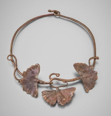 Claude Lalanne, Ginko Leaf Necklace, halssieraad. Courtesy of Louisa Guinness Gallery©