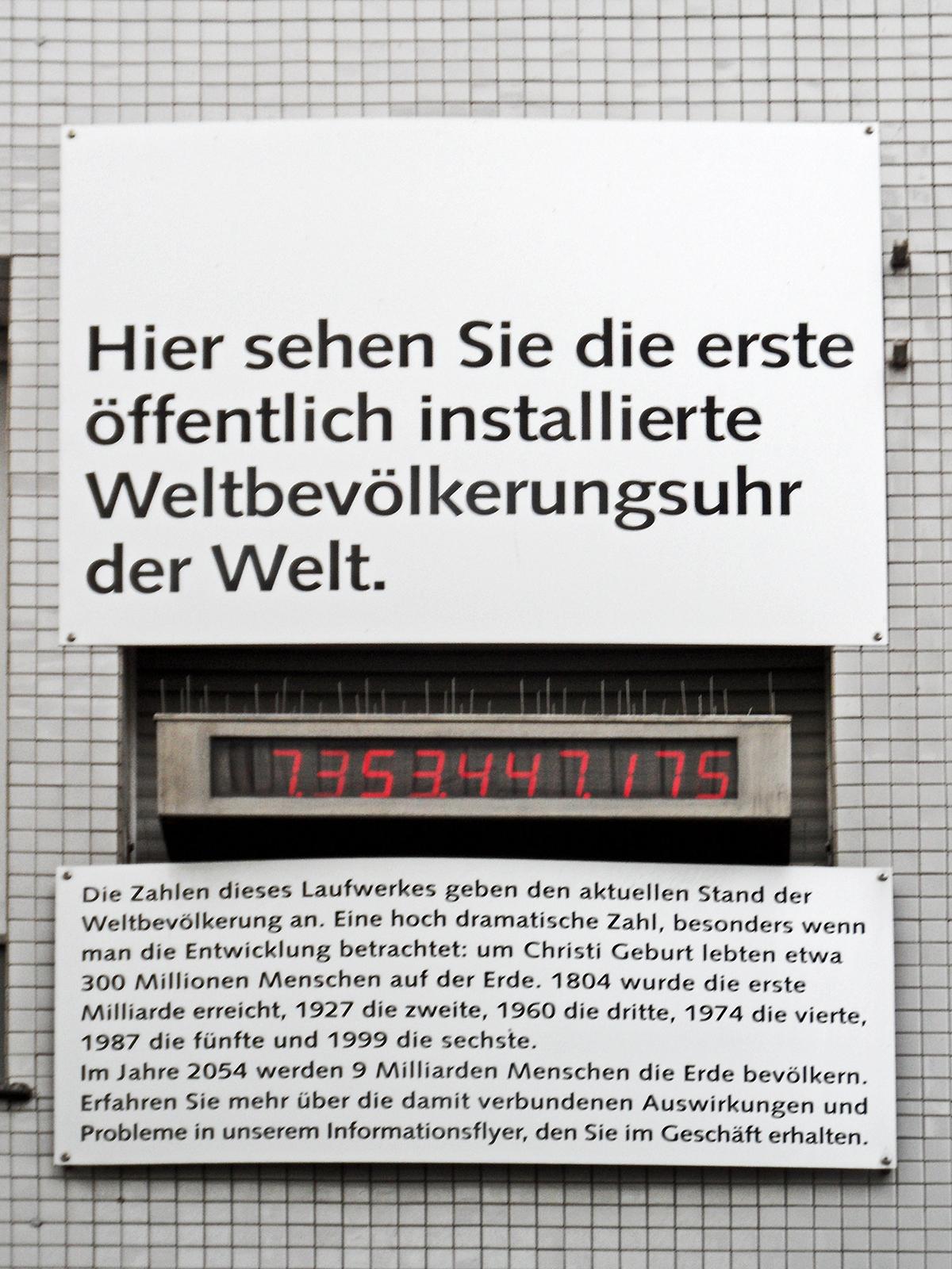 Wuppertaler Uhrenmuseum, Weltbevölkeringsuhr, februari 2016. Foto met dank aan onnola, CC BY-SA 2.0