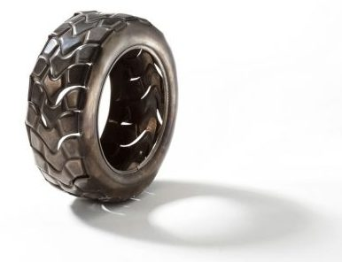 David Bielander, Pneu, armband. Foto met dank aan Ornamentum Gallery©