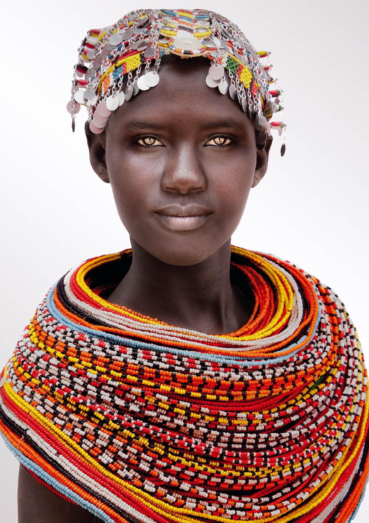 Samburu vrouw met hoofdsieraad en halssieraad. Foto met dank aan Museum Volkenkunde, Mario Gerth©