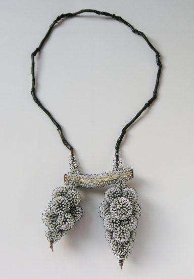 Sam-Tho Duong, Frozen, halssieraad, 2012. Foto met dank aan Ornamentum Gallery©