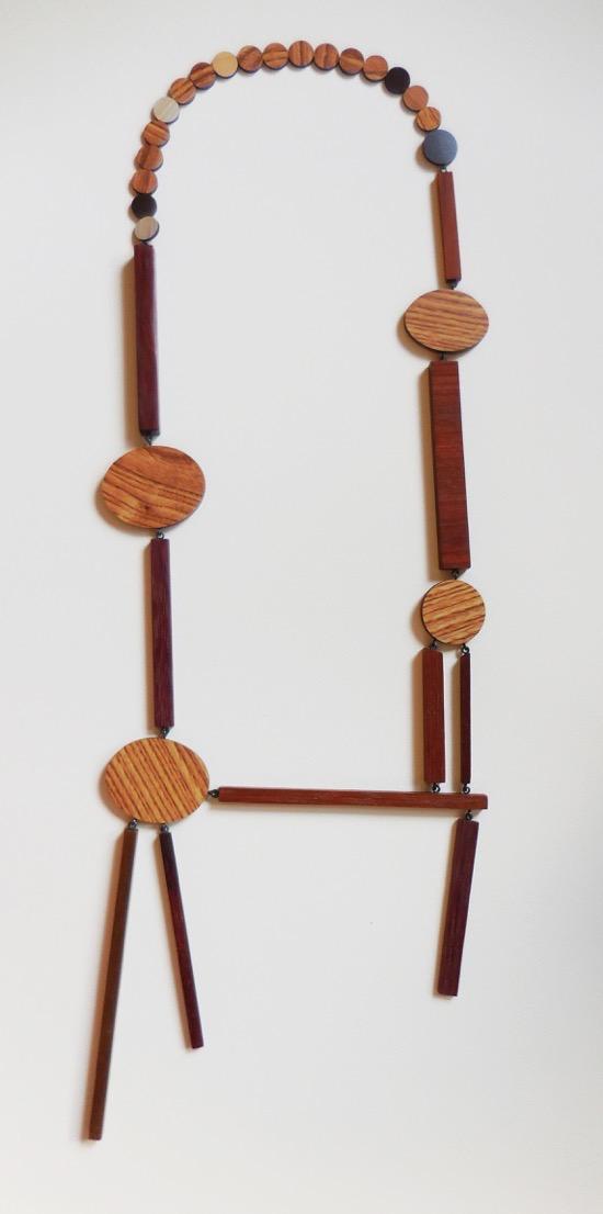 Rebecca Hannon, A Delicate Balance, halssieraad. Courtesy Mobilia Gallery©