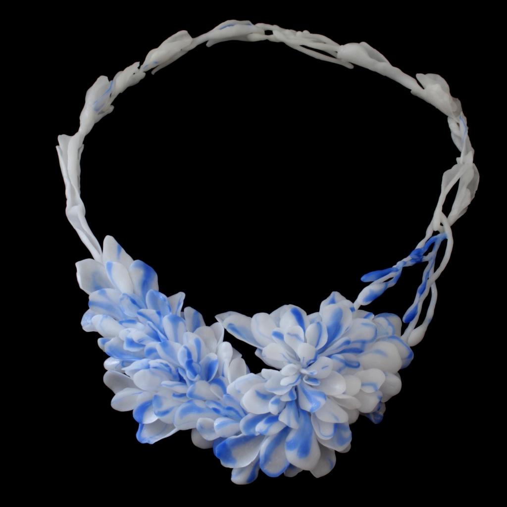 Yuka Saito, Blue Ripple, halssieraad. Courtesy Mobilia Gallery©