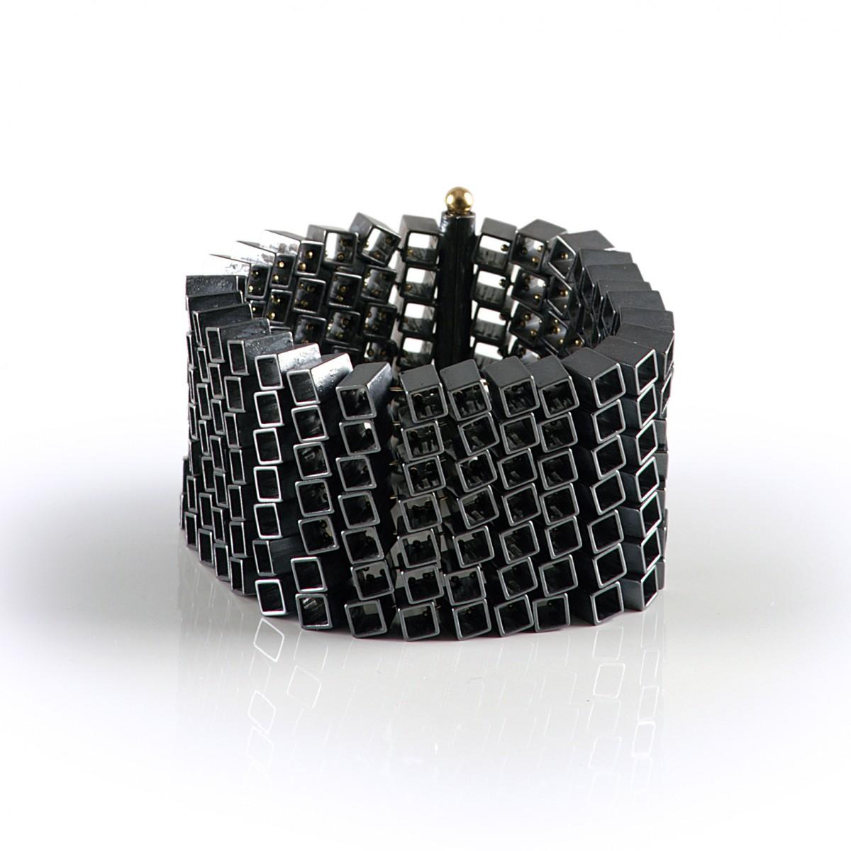 Salima Thakker, Modular, armband. Foto met dank aan Galeria Reverso©