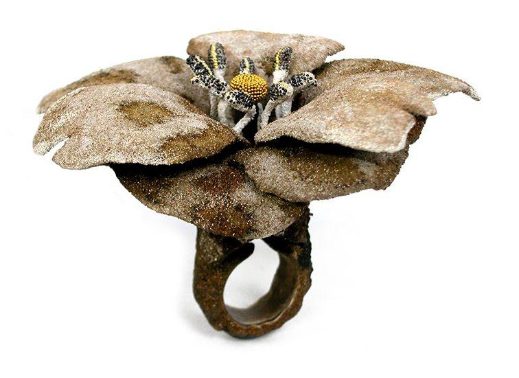 Arata Fuchi, ring. Sign of the Times. Foto met dank aan LA Joaillerie par Mazló©