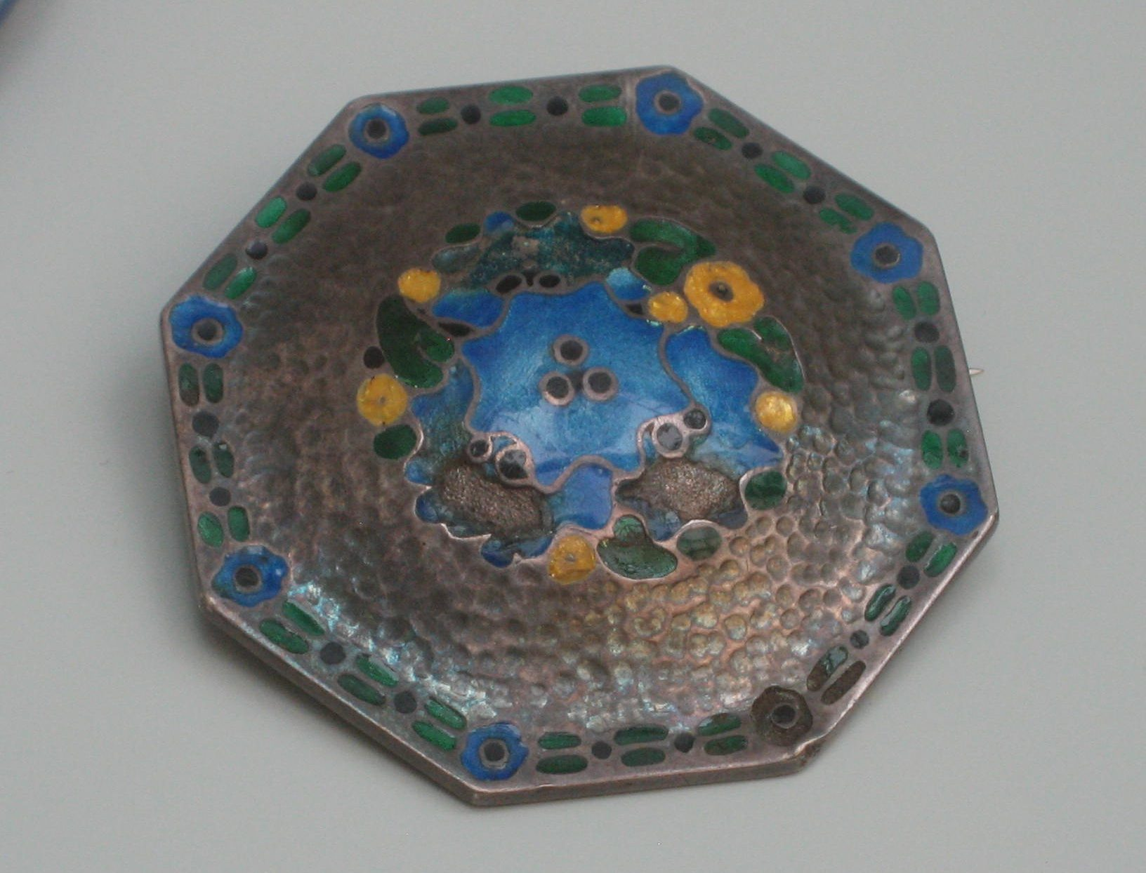 Theodor Fahrner, broche, 1908-1910. Collectie Grassimuseum. Foto Esther Doornbusch, mei 2018, CC BY 4.0