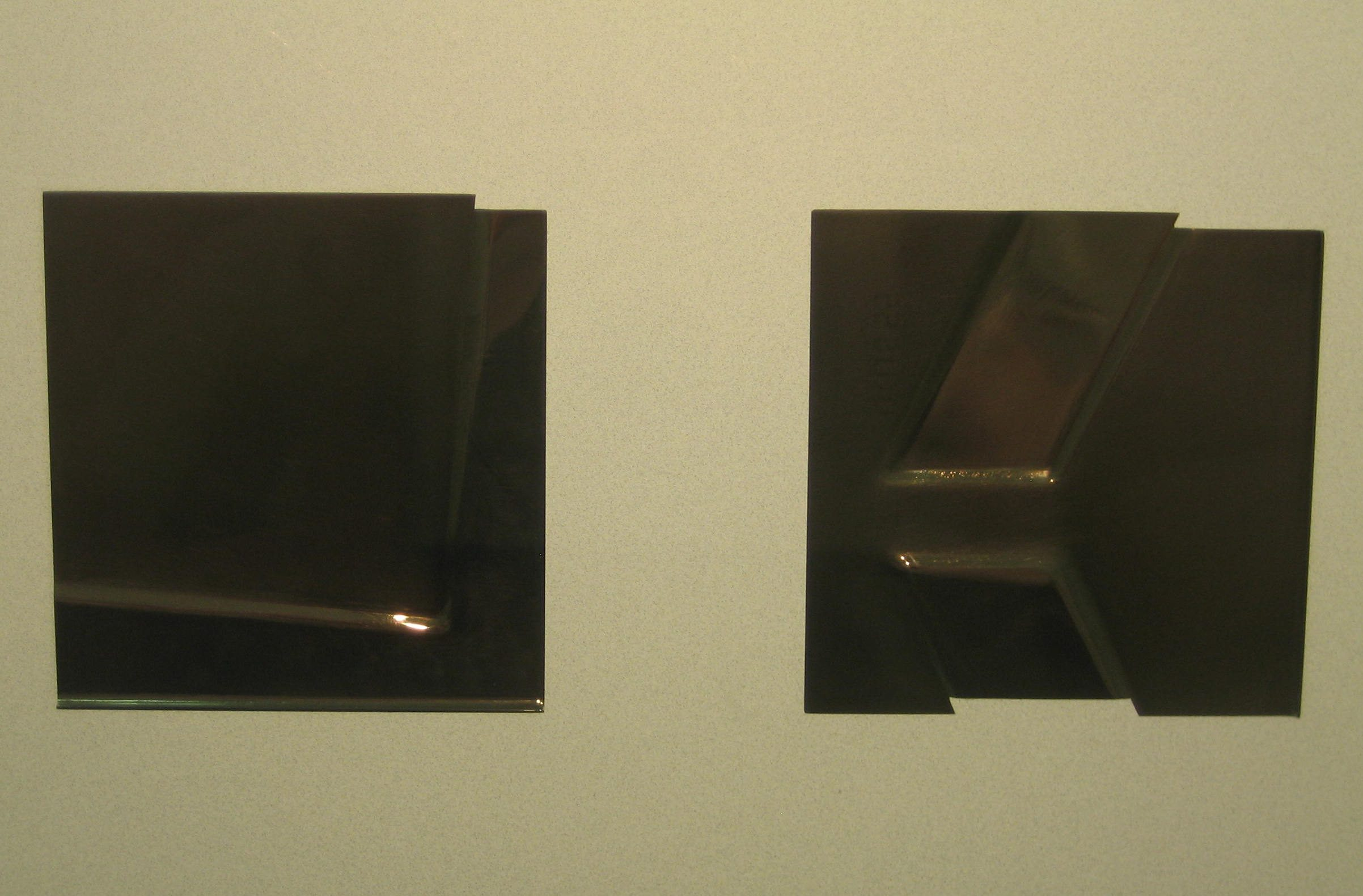 Helmut Senf, broches, 1984. Collectie Grassimuseum. Foto Esther Doornbusch, mei 2018, CC BY 4.0