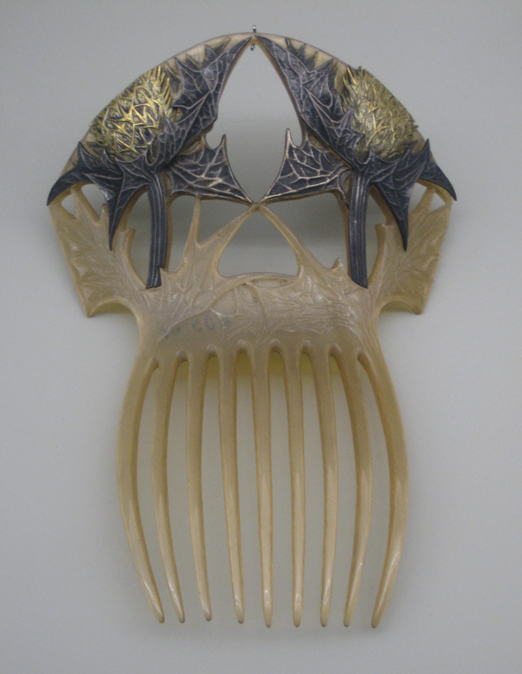 René Lalique, kam, 1900. Collectie Grassimuseum. Foto Esther Doornbusch, CC BY 4.0